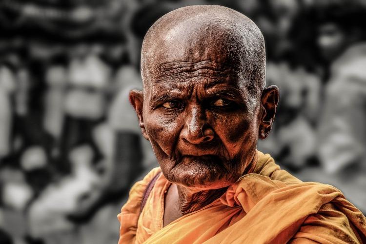 monk-1545250_1920.jpg