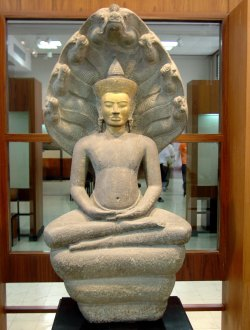 Buddha_Protected_by_Mucalinda._Bangkok_National_Museum,_b075