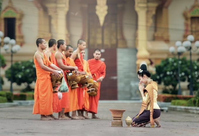 monks-1822569_1920.jpg